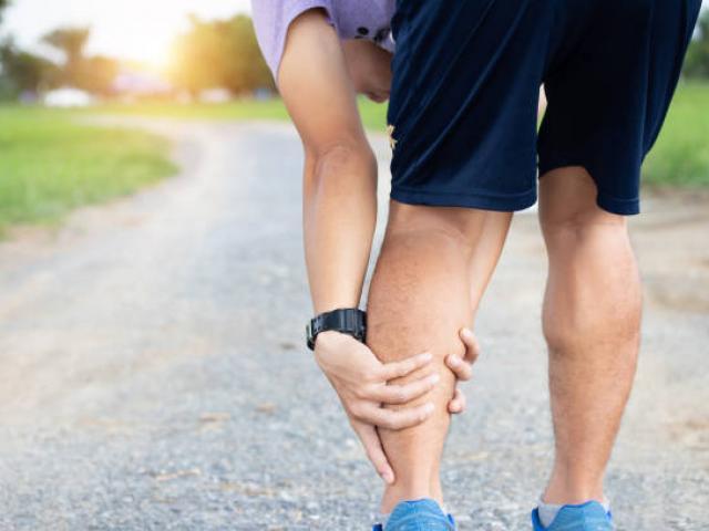 Votre ostéopathe à Levallois-Perret traite les douleurs de membres inférieurs